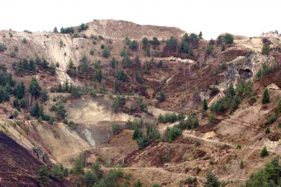 Guvernul a aprobat legea care permite exploatarea la Roşia Montană şi o trimite Parlamentului
