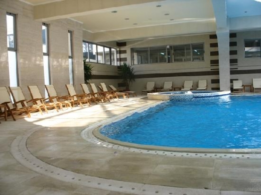 Centru SPA cu piscină şi sală de fitness la Senat