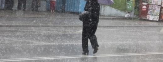 Ploi și vijelii în întreaga ţară, începând din această dimineaţă
