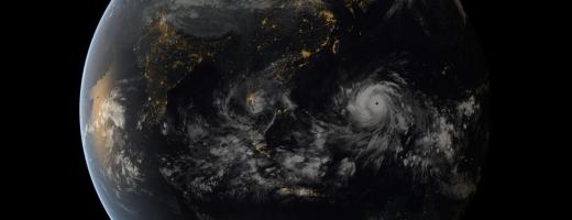 Taifunul Haiyan, cel mai violent ciclon al anului, s-a văzut şi din spaţiu