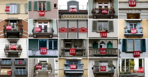 Susținătorii acestei măsuri și-au arborat în balcoanele lor pancarte 1:12