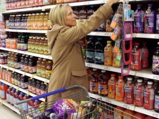 Alimente expirate, descoperite în mai multe magazine din Cluj