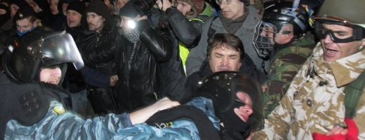 50.000 de oameni protestează în Kiev împotriva agresării unui lider al opoziţiei