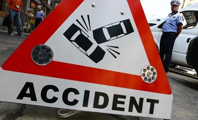 ACCIDENT: Clujeancă, lovită grav de o mașină pe strada Mureșului