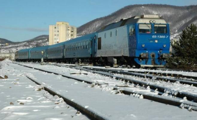 Trenuri blocate in gari