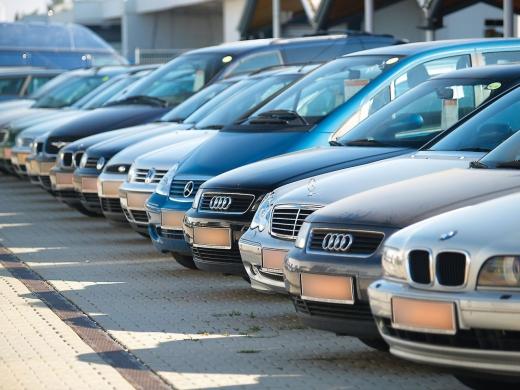 Analiză: Jumătate dintre maşinile second-hand au kilometrajul ajustat