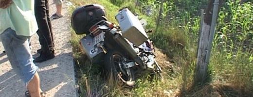 Un motociclist ceh a fost rănit grav într-un accident petrecut joi seara în localitatea Cuzdrioara. Sursa foto: dejeanul.ro