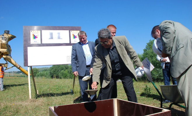 Viorel Găvrea, directorul Tetarom, a turnat primul cancioc de ciment la proiectul de extindere a Tetarom I