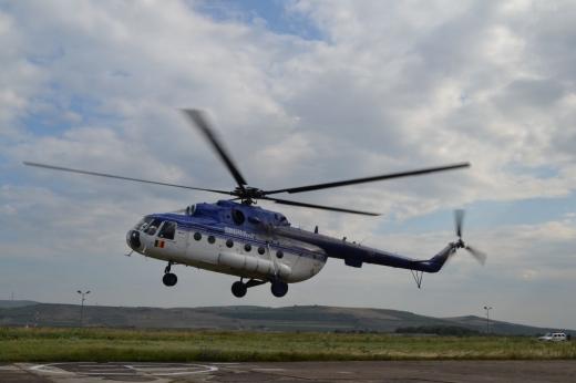 De Ziua Aviaţiei, copiii au survolat Clujul cu un elicopter MI-17