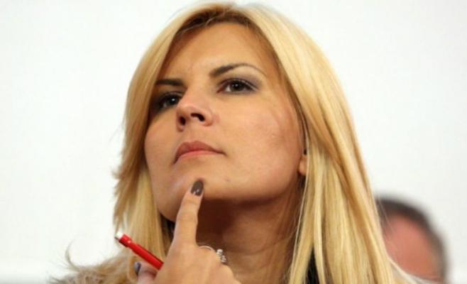 Politicienii s-au bulucit la Târgul de Fete de pe Găina. Ce şi-a cumpărat Elena Udrea
