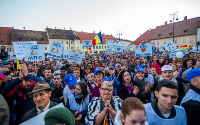 Klaus Iohannis le-a promis vineri seara celor 10.000 de simpatizanți că va fi președintele tuturor românilor.