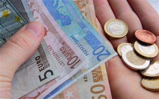 Euro a scăzut cu un ban