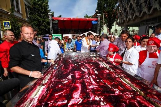 Cel mai mare cheesecake din țară a fost pregătit la Zilele Clujului - FOTO