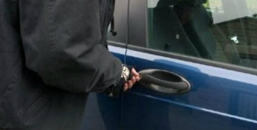 Atenție unde parcați mașina! Un clujean a rămas fără acumulator
