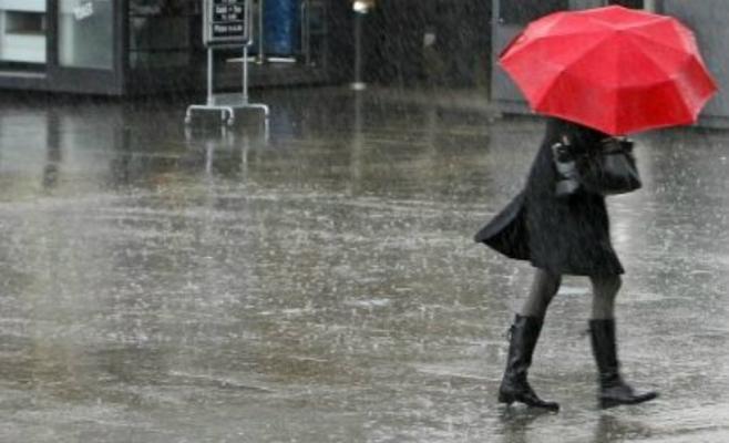 Ploi torențiale și vijelii în toată Transilvania