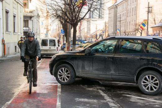 Viaţa de biciclist în Cluj-Napoca, sport extrem fără voie, pe piste construite prost