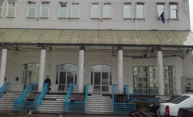 """""""Bancomatele"""" de joburi de la parterul AJOFM Cluj au intrat în şomaj. De ce nu mai funcţionează aparatele"""
