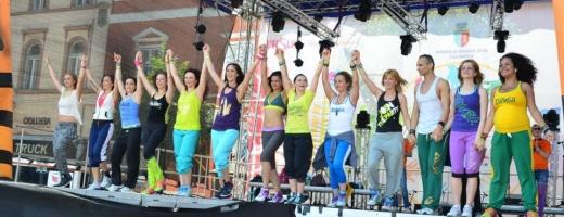 Duminică, vom dansa toți în centru, la Zwimbathonul Caritabil pentru copiii dependenți de dializă