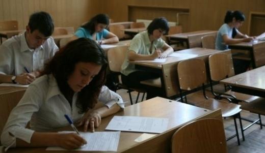 4.000 de elevi susțin, începând de luni, probele scrise la Bac