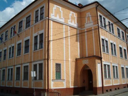 Clădirea liceului Apáczai Csere János din centrul Clujului. FOTO wikiwand