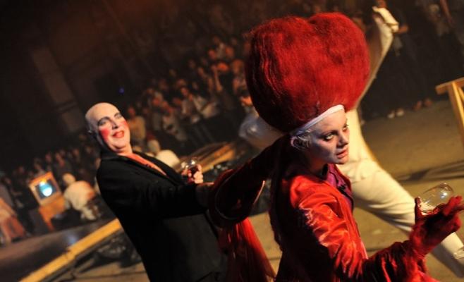Ilie Gheorghe şi Ofelia Popii, în distribuţia iniţială a spectacolului Faust, cu premiera în anul 2007. FOTO tnrs.ro
