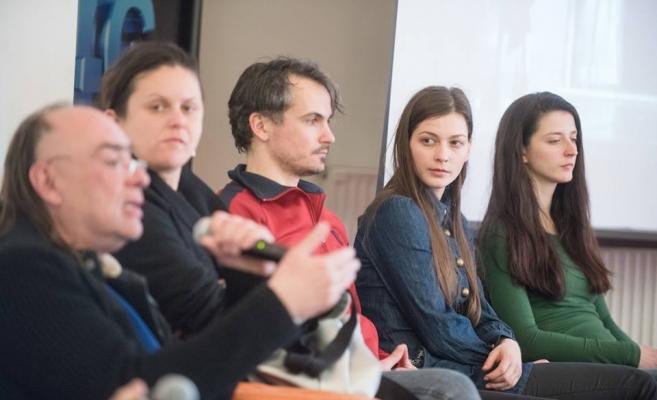 Regizorul Andriy Zholdak, primul din stânga şi patru dintre actorii din distribuţie: Kicsid Gizella, Bodolai Balazs, Imre Eva şi Sigmond Rita. FOTO Biro Istvan/huntheater.ro
