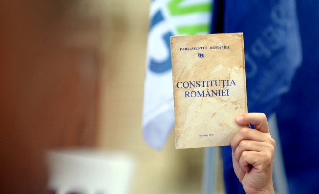 Mai multe ONG -uri cer preşedintelui Iohannis să consulte Comisia de la Veneţia pe tema iniţiativei privind redefinirea familiei
