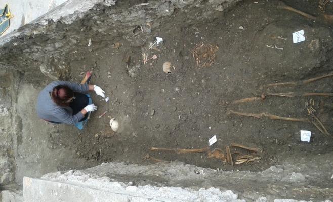 Săpăturile arheologice din Piaţa Unirii, în faţa bisericii Sfântul Mihail, au demarat în urmă cu peste o lună. FOTO / Ovidiu Cornea