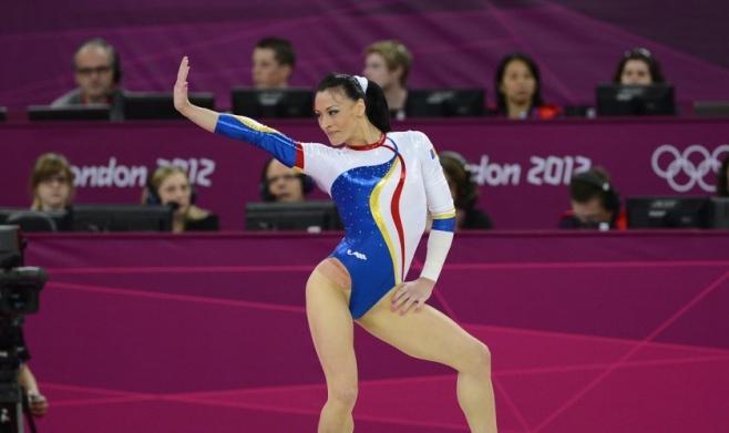 Cătălina Ponor, triplă campioană olimpică la Atena în 2004, va concura la Cluj la bârnă (unde a prins finala olimpică şi în 2016) şi paralele. FOTO Arhivă