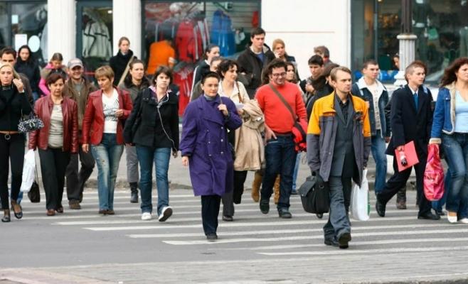 Cât lucrează un român pe săptămână comparativ cu angajaţii ţărilor din Uniunea Europeană. Numărul mediu de ore este surprizător de mare