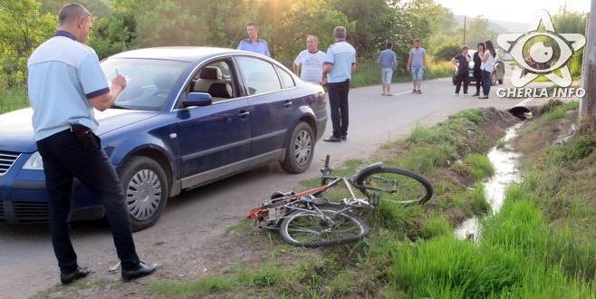 Accident la Livada. Un biciclist acroşat de o maşină a ajuns la spital.