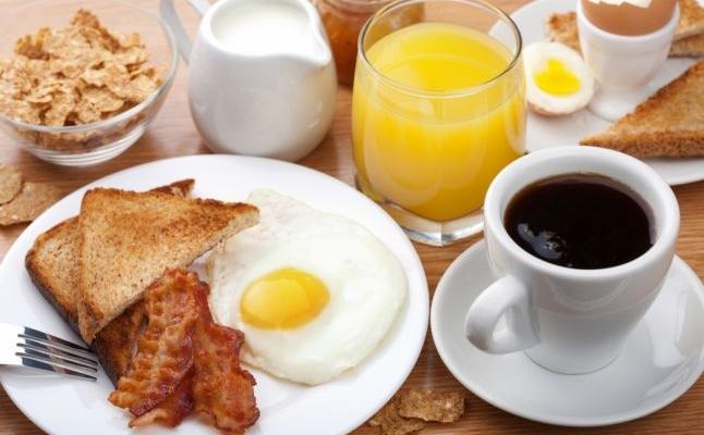 Sfatul specialiştilor: de ce e bine să nu renunţăm la micul dejun