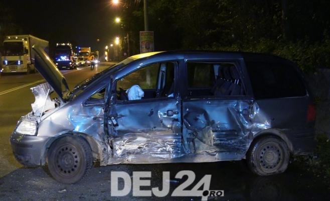 ACCIDENT în Dej. Două mașini implicate, un tânăr a fost transportat la spital   sursa foto dej24.ro
