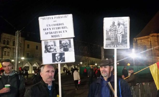 """Clujenii, din nou în stradă. """"Un pas mic pentru Dragnea, un pas mare pentru România""""."""