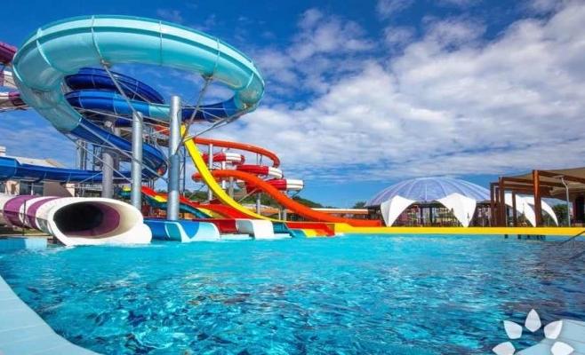 Aquaparkul Nymphaea din Oradea atrage clienți din Cluj