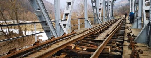 """Cu """"performanțele"""" CFR, vai de trenurile noastre! La viteze bufoni, la restricții campioni"""