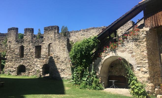 Cetatea Câlnic a fost reconstruită recent și este impresionantă