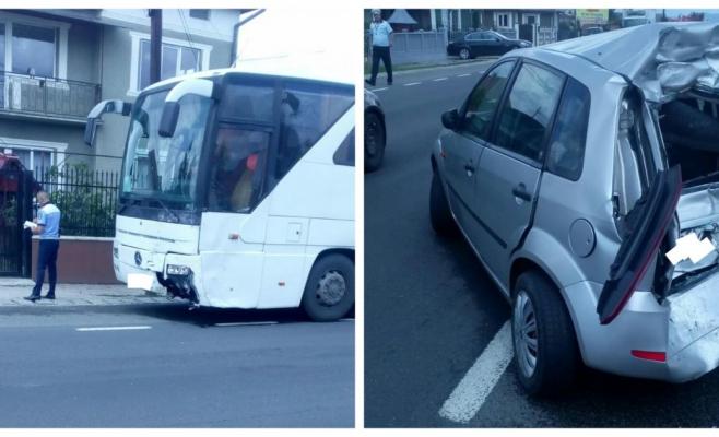 Accident la Iclod: mașină făcută praf după ce s-a ciocnit cu un autobuz