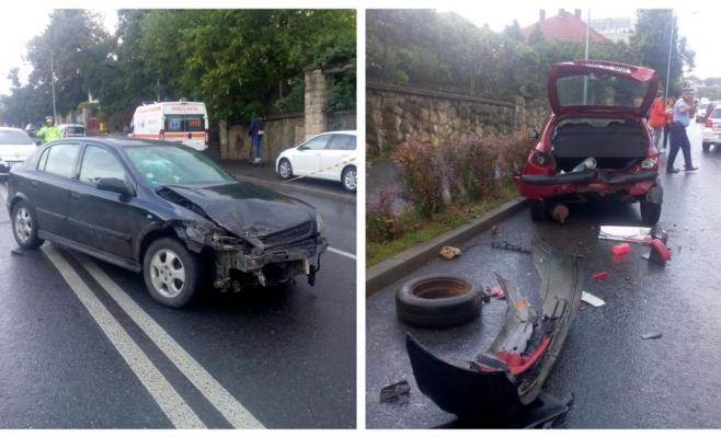 Un nou accident pe Calea Turzii: două mașini distruse pe carosabilul umed