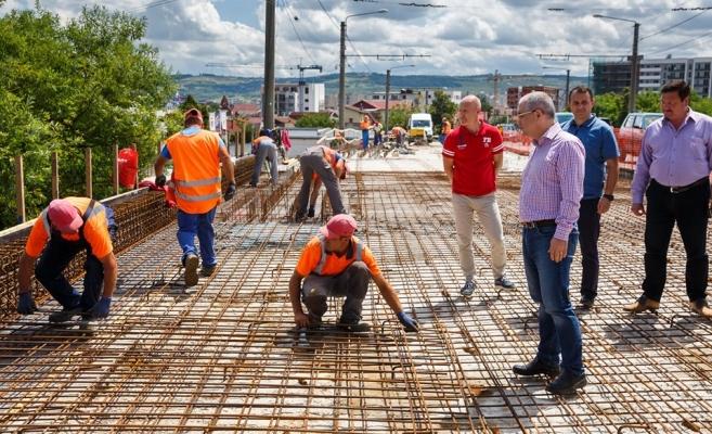 Emil Boc, vizită la Podul Fabricii. Care este stadiul lucrărilor de modernizare?