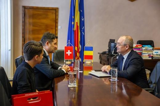 Ambasadorul Elveției, în vizită la Cluj-Napoca. Mulțumiri pentru autobuzele electrice și modernizarea iluminatului public