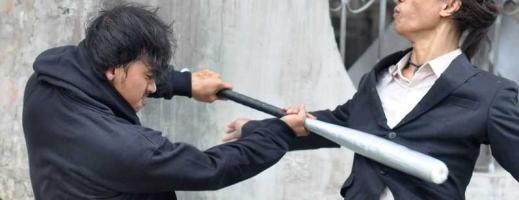 Scandal în stil mafiot în față la VIVO! Patru tineri au făcut prăpăd cu bâte de baseball