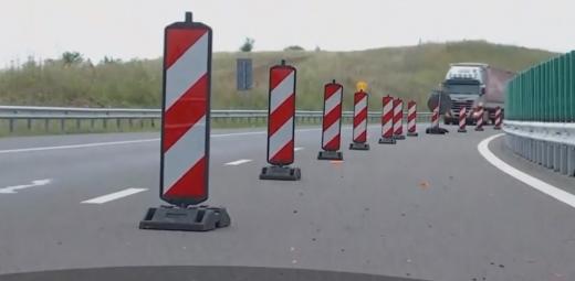Autostrada-muzeu Gilău-Nădăşelu, real pericol pentru șoferi! Asfaltul cedează, malurile se surpă