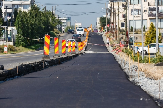 A fost turnat primul strat de asfalt pe noua bandă a străzii lărgite Bună Ziua