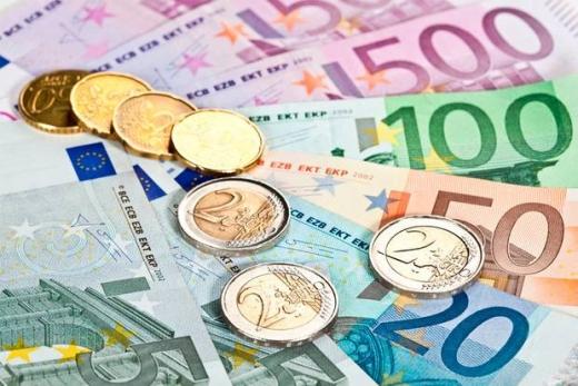 ANALIZĂ Euro a coborât aproape de 4,72 lei!