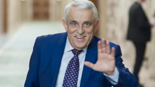 """Daniel Buda cere demiterea ministrului Agriculturii după ce a raportat """"fix din pix"""" producțiile de porumb la Comisia Europeană"""