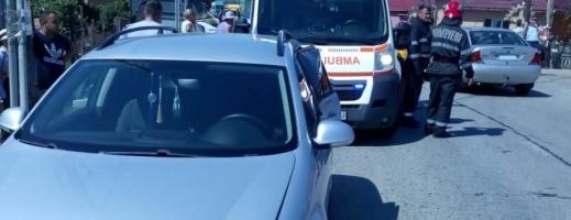 Accident la Cășeiu, o gravidă și o fetiță rănite