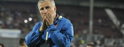 """Ademenit în Anglia, Petrescu analizează eșecul cu Slavia: """"Voi vreți minuni mereu, și eu vreau!"""""""