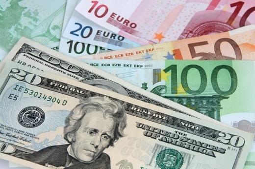 ANALIZĂ ECONOMICĂ Euro rămâne aproape de 4,73 lei, cursul dolarului a urcat din nou