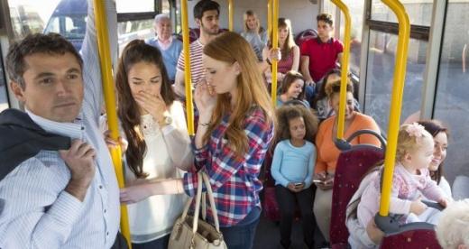 """""""Îl miroase?"""" Cine și cum amendează călătorii care miros urât în autobuzele clujene?"""